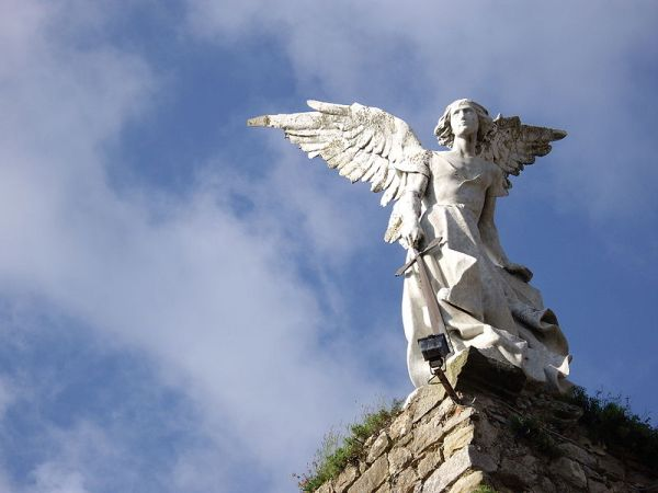 monumento situado en el cementerio de la localidad cántabra