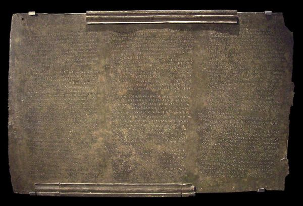 código de leyes romanas halladas en la ciudad andaluza que se encuentran el Museo Arqueológico.