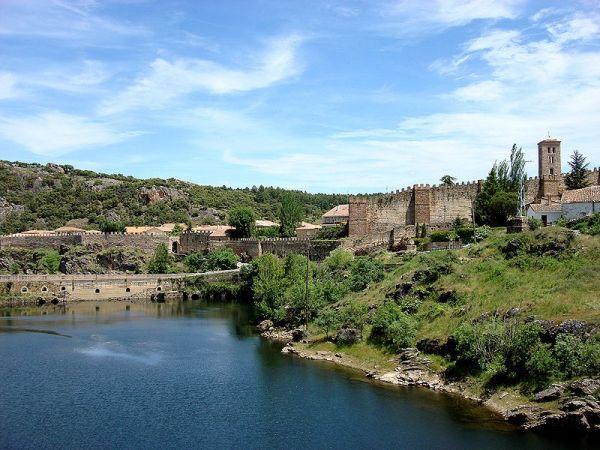 murallas y panoramica de buitrago del lozoya de madrid