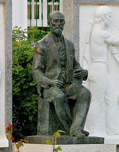 Monumento dedicado al hijo más ilustre de Moguer./Miguel Ángel fotógrafo