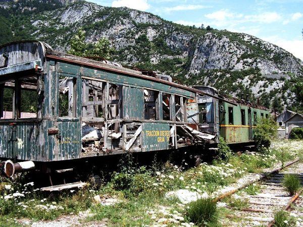 Tren_abandonado_en_la_Estacion_Internacional_de_Canfranc