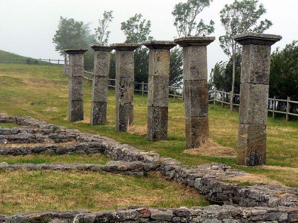 columnas de una casa romana en julióbriga