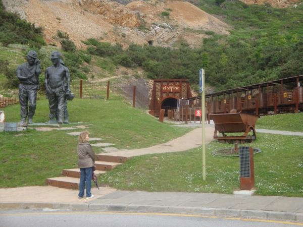 acceso a la cueva de el soplao en cantabria.