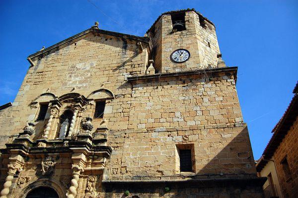 Fachada de la iglesia de san bartolomé de beceite.