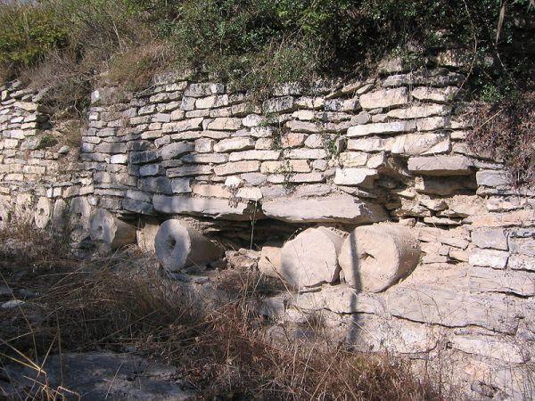 restos de la muralla de iruña-veleia