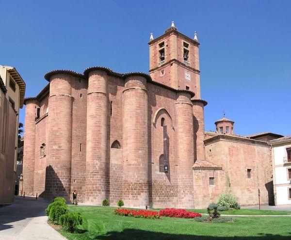 fachada del monasterio riojano de santa maría la real
