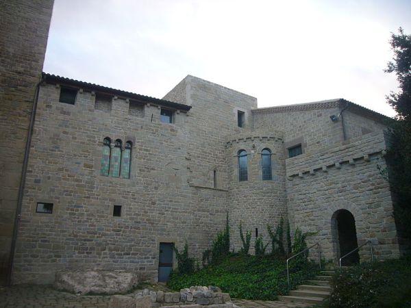 Fachada exterior del monasterio de sant benet des bages.