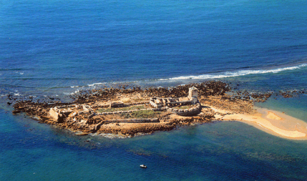 Ruinas que permanecen del templo de hércules gaditano en la isla de sancti petri