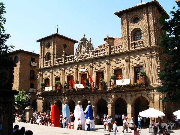 Fachada del consistorio de Viana
