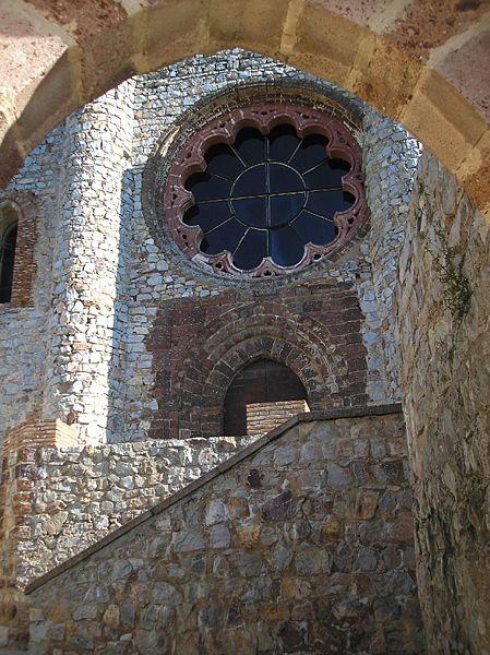 Fachada de ls iglesia del castillo de Calatrava la Nueva