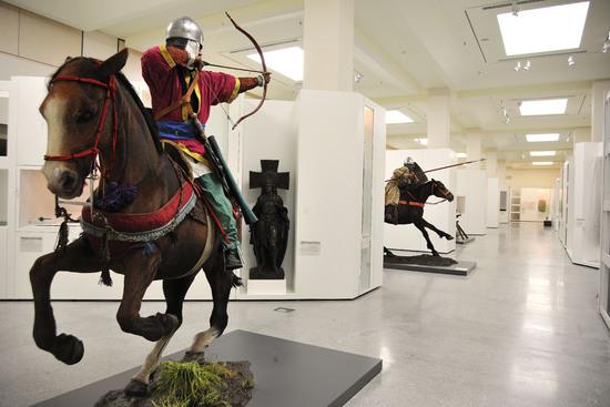 Arquero en una sala expositiva del Museo del Ejército