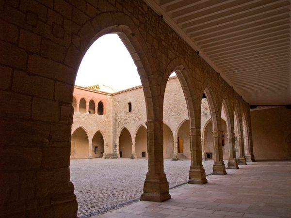 patio de armas del castillo de mora de rubielos
