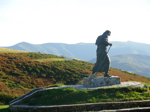 Estatua peregrino en O Cebreiro