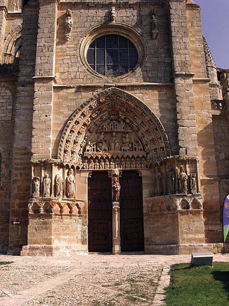 Fachada de la iglesia santa maria la real de sasamón