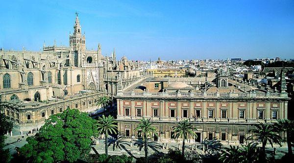 Casa_de_Indias_y_catedral_sevilla