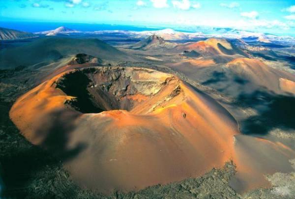 crater_volcan_timanfaya