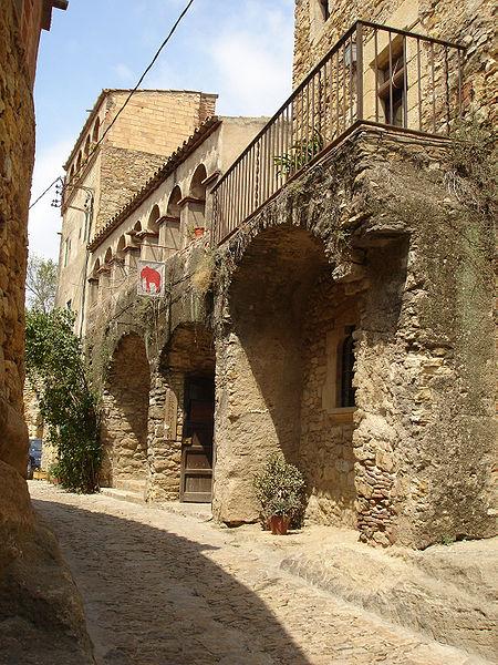 arco_medieval_peratallada_lugares_historia